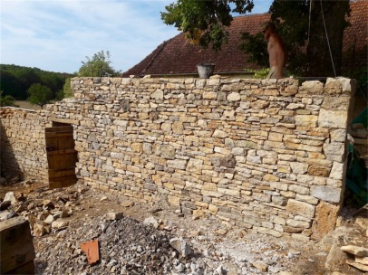 Remise en etat des mur d'un ancien séchoir à noix à Cazillac (46)