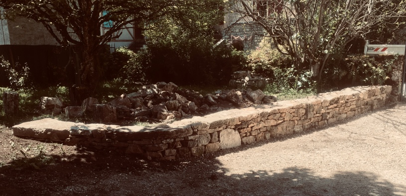 Creysse - Muret bas en pierre sèche